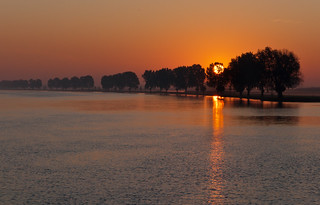 Zonsopgang bij de rivier - Sunrise at a Dutch river