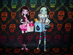 Love These Looks (RicechexKindle) Tags: frankie killerstyle monsterhigh draculaura dayatthemaul