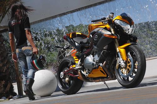 moto Cafe Racer tnt 899