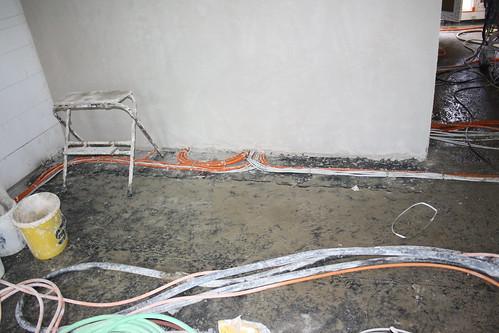 Verputzte Wand mit allen Anschlüssen für TV