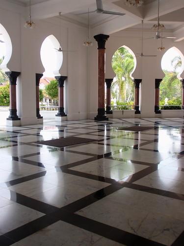 Kuala Kangsar Mosque interior 2