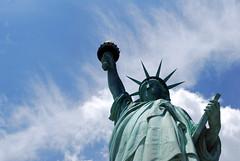 Statua della libert. (Mattia Paparella) Tags: nyc sky usa ny newyork america cielo statueofliberty statua statiuniti statuadellalibert