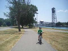 P7110068 (GO-by-Bike) Tags: cycling bikes transit greenbelt wellandcanal goldenhorseshoe coachcanada