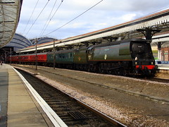 34067 'Tangmere' Stood upon arrival at York with the Scarborough Flyer. (Michael 43123) Tags: york green station arthur flyer pacific rail railway class steam southern british scarborough locomotive battleofbritain tangmere bullied 34067 unrebuilt