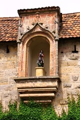(:Linda:) Tags: sculpture church wall germany bavaria village bracket climber dach dachziegel patronsaint corbel rooftile baldachin wildvine nische dachschindel kragstein hausheiliger femalepatronsaint patronsaintwoman hausheilige