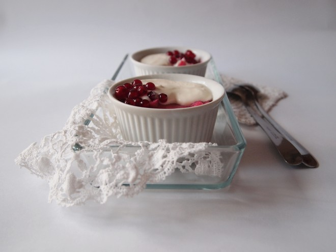 Currants Mousse with Cream
