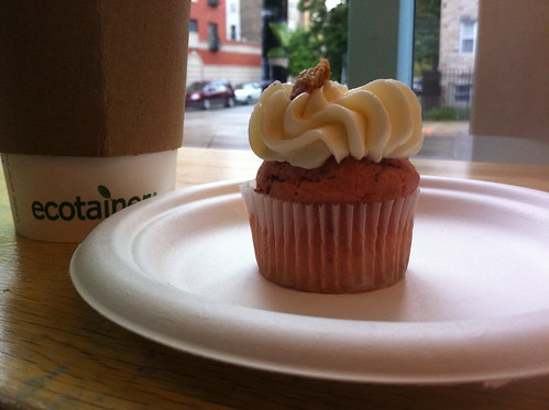 Rhubarb-pie-a-la-mode mini-cupcake at Sweet Cakes