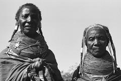 Muhuila girls, seen southwest from Mucuma, Angola (Alfred Weidinger) Tags: leica angora m3 angola leicam3 mumuila   muhuila  suldeangola mumuhuila mwila  provinciahuila mumilla angol  anqola langola mucuma