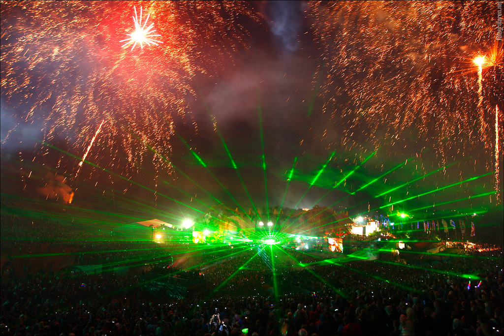 The amazing lights, lasers and fireworks of Tomorrowland