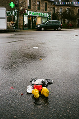 The end (Hunchentoot) Tags: auto street leica france color cars film car rain analog 35mm toy mouse toys frankreich brittany europa europe doll bretagne rangefinder pharmacy summicron mickeymouse autos superia400 farbe spielzeug regen apotheke leicam7 puppe waltdisney maus m7 fujisuperia fujisuperia400 fujisuperiaxtra400 c41 superiaxtra 2011 kfz xtra400 superiaxtra400 strase weitz belleisleenterre kleinbild 35mmsummicronm farbfilm messucher ediweitz edmundweitz