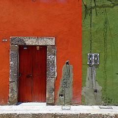 scarred (msdonnalee) Tags: door doorway puerta porte entry facade fachada mexcio mexiko mexique messico photosfromsanmigueldeallende fotosdesanmigueldeallende house casa buildings architecture arquitectura mexicancolornialarchitecture sidewalk woodendoor stonework masonry orangeandgreen magicunicornverybest magicunicornmasterpiece facciate هندسة معمارية larqitecture architektur arqitetura 문 donnacleveland