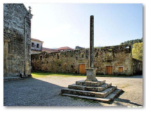 Cruzeiro do adro da igreja de Longos Vales by VRfoto