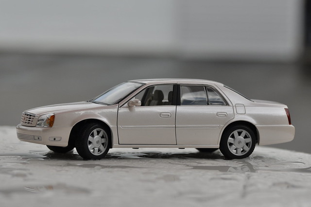 pink 2002 scale model mary kay cadillac deville 118