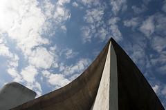 Chapelle Notre-Dame-du-Haut (CrOS Photographie) Tags: france lines architecture modern concrete shadows curves religion sigma chapel moderne chapelle ronchamp lignes ombres bton courbes hautesane francecomt 1770mmf2845dcmacro