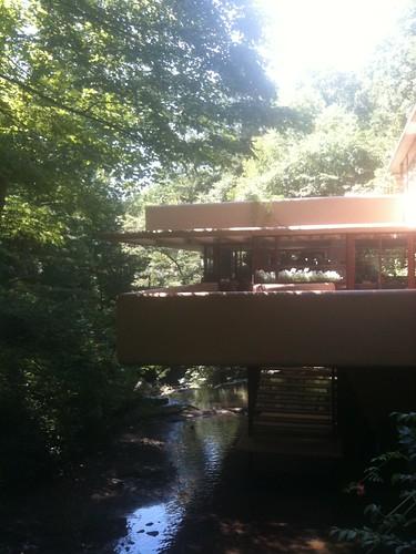 Escalera para bajar al río
