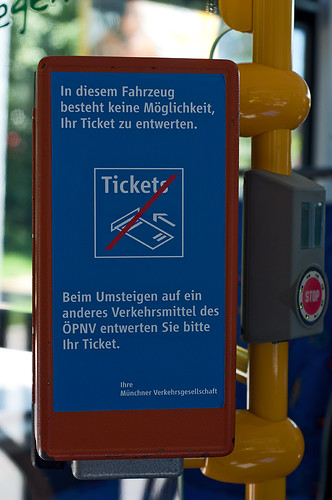 Kein Automat, kein passender Entwerter: Freifahrt im Maxitrain