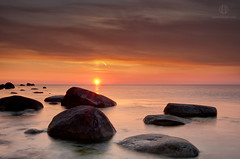 Pleasant Morning (Dietrich Bojko Photographie) Tags: morning sea seascape sunrise see nationalpark stones balticsea baltic filter lee nd filters rgen landschaft ostsee morgen hitech lanscape gnd kreidekste jasmund nationalparkjasmund jasmundnationalpark dietrichbojko d7000 dietrichbojkophotographie