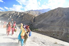 Inde - Himachal Pradesh - Dhankar (jmboyer) Tags: voyage road travel portrait people india tourism face montagne canon landscape photography photo yahoo asia flickr photos couleurs picture roadtrip tribal tibet hills viajes getty lonely asie neige lonelyplanet himalaya monde ethnic minority leh himachal himalayas spiti ladakh gettyimages tourisme visage inde reportage nationalgeographic pradesh himachalpradesh minorities travelphotography googleimage  go indiatourism colorsofindia highwya incredibleindia indianroad indedunord tourim lehmanalihighway photoflickr photosflickr canonfrance photosyahoo tourime imagesgoogle jmboyer northemindia img1078dxo photosdhimachalpradesh photogo nationalgeographie photosgoogleearth