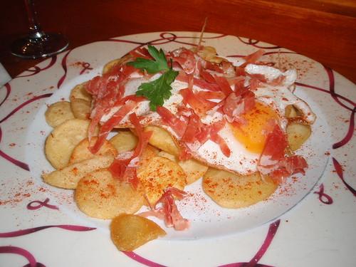 Zaragoza | Azoque | Huevos rotos con jamon