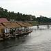 Cabanas à beiro do rio com um super visual