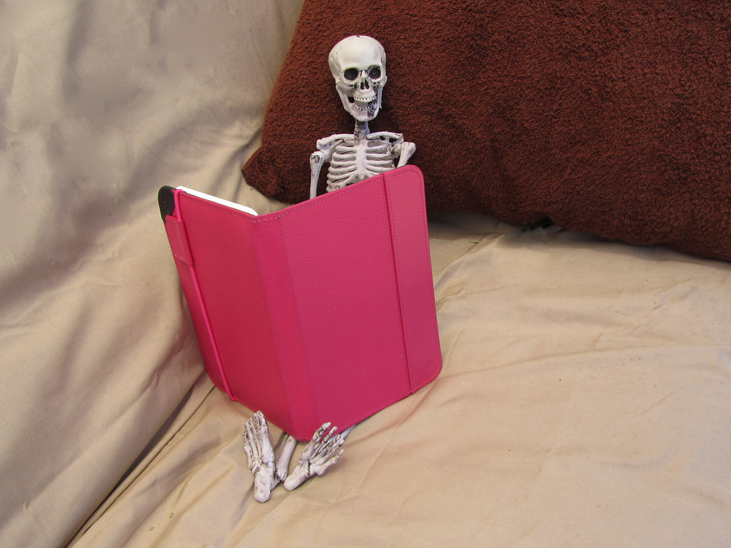 194/365: Skinny Stanley Readin' My Kindle