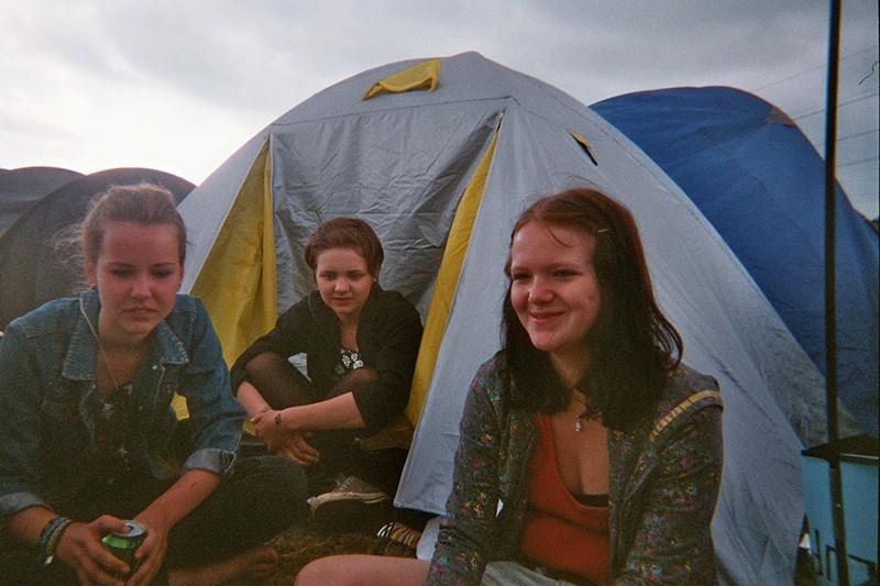 elin, mari och emilie i campet