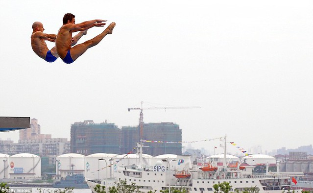 Tom Daley puts on a Shanghai spectacular in breathtaking display with diving partner  1