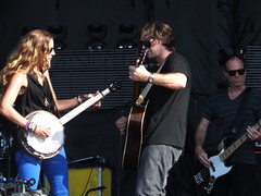 Court Yard Hounds at Ottawa Bluesfest 2011 (Andrew Carver) Tags: dixiechicks emilyrobison martiemaguire courtyardhounds