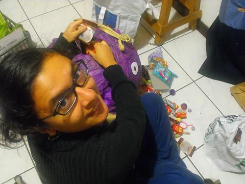 Rellenando la piñata