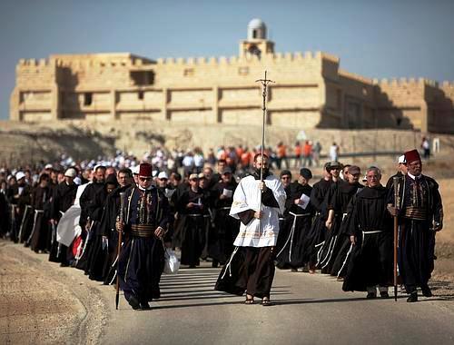 Franciscanos peregrinando desde el Monasterio de san Juan hacia Qasr Al-Yahud