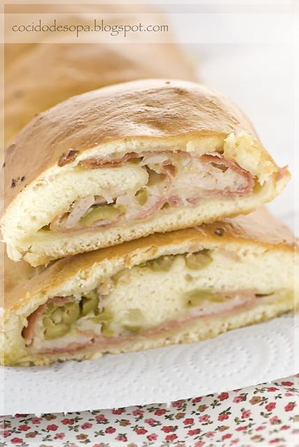 Pan relleno de jamón, queso y aceitunas _2