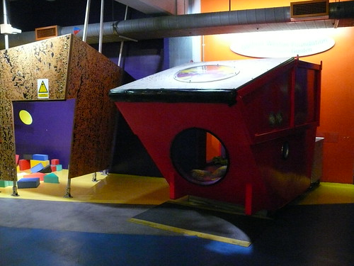 Des cabanes dans un musée