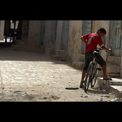 Sousse (Gwenal Piaser) Tags: bicycle backlight canon eos tunisia july 7d usm 300 sousse canoneos velo 1000 rooney tunisie 70200mm 2011 f4l canon70200f4 70200mm4l canonef70200mmf4lisusm eos7d canoneos7d unlimitedphotos gwenaelpiaser doublyniceshot doubleniceshot artistoftheyearlevel3