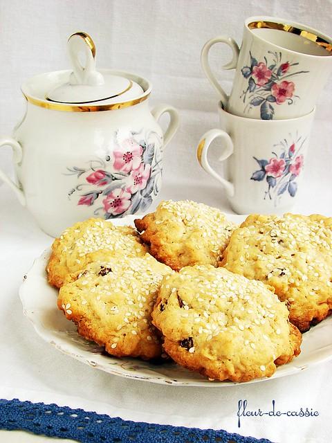 печенье овсяное с изюмом и кунжутом