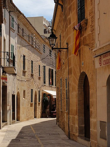 Tight streets of Alcudia