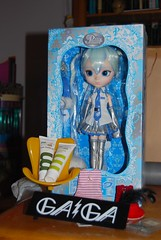 Paris Presents (-(MyRetroWorld)-) Tags: trip snow paris france lady pullip gaga flossy miku