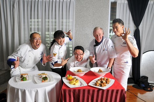 Council of Chef participants (L-R) Chef Muchtar Alamsyah, Chef Haryanto, Ucu Sawitri, Mike Fleming (Pastry Chef) and Edwin Handoyo Lauwy sliced, diced and entertained with the help of U.S. agricultural products.