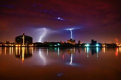 Lightning in Queens, New York City (mudpig) Tags: nyc newyorkcity longexposure ny newyork storm reflection rain brooklyn night geotagged queens eastriver gothamist lightning rayo thunder hdr randallsisland wardsisland harlemriver mudpig stevekelley stevenkelley