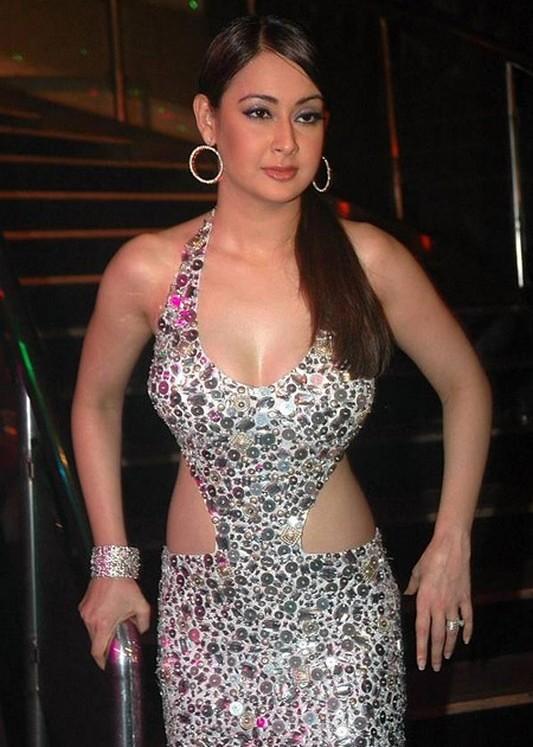Preeti Jhangiani hot boobs