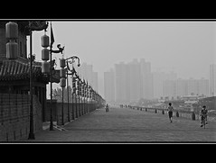_SG_2011_07_5562_China_IMG_4395 (_SG_) Tags: china city trip travel bw white holiday black wall canon is blackwhite xian round 7d usm schwarzweiss ming weiss ferien ef schwarz reise citywall stadtmauer roundtrip 24105 f4l 24105mm schwarzundweiss canonef24105mmf4lisusm canonef24105mm ef24105mm ef24105 mingdynastie eos7d canoneos7d canon7d