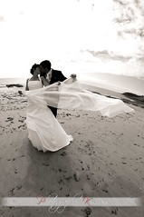 Un vent lger (kimcass) Tags: wedding mer love vent mariage plage baiser maris tole kimcass
