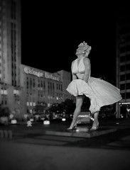 Marilyn Monroe on the Plaza in Chicago - B&W (doug.siefken) Tags: sculpture chicago art marilyn court 26 michigan famous year north johnson seven 400 avenue pioneer seward itch the monroes siefken dougsiefken foottall
