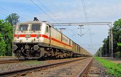 DEE-YPR Duronto (Raj Kumar (The Rail Enthusiast)) Tags: up delhi indian maharashtra express mumbai karnataka railways raj lucknow banglore bhopal kumar 30290 duronto pushpak wap7 yeshvantpur habibganj lalaguda