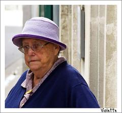 Violette (Peter Jaspers) Tags: portrait france square french candid violet streetphotography olympus ilederé violette 2011 charentemaritime poitoucharentes epl1 frompeterj©