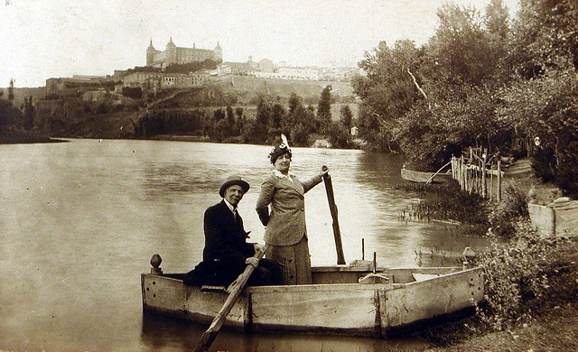 Barca en la playa de Safont de Toledo a comienzos del siglo XX