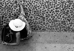 One legged woman (Aschenbachster) Tags: street bw milan milano bn bianconero