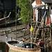 Casa sobre palafitas e longtail boats