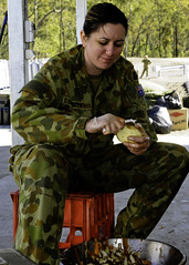 Australian Defence Force cooks feed U.S., Australian troops during Talisman Sabre 2011 (U.S. Pacific Fleet) Tags: cooks camplife interoperability shoalwaterbaytrainingarea australiandefenceforce campgrowl combinedtaskforce talismansabre2011 9thcombatservicesupportbattalion