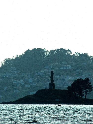 Frente a la isla de Tambo by JoseAngelGarciaLanda