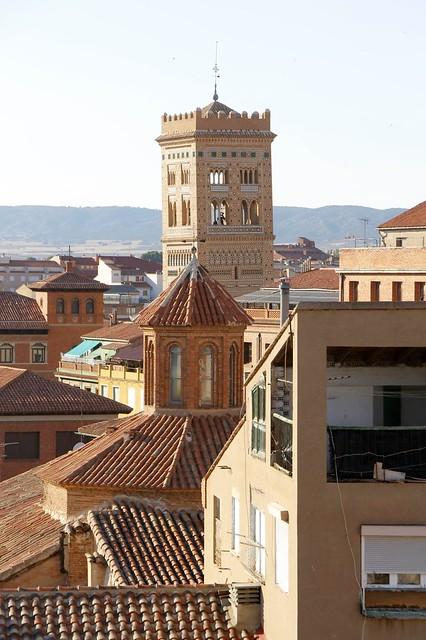 Torre de San Martín vista desde lo alto de la Torre del Salvador